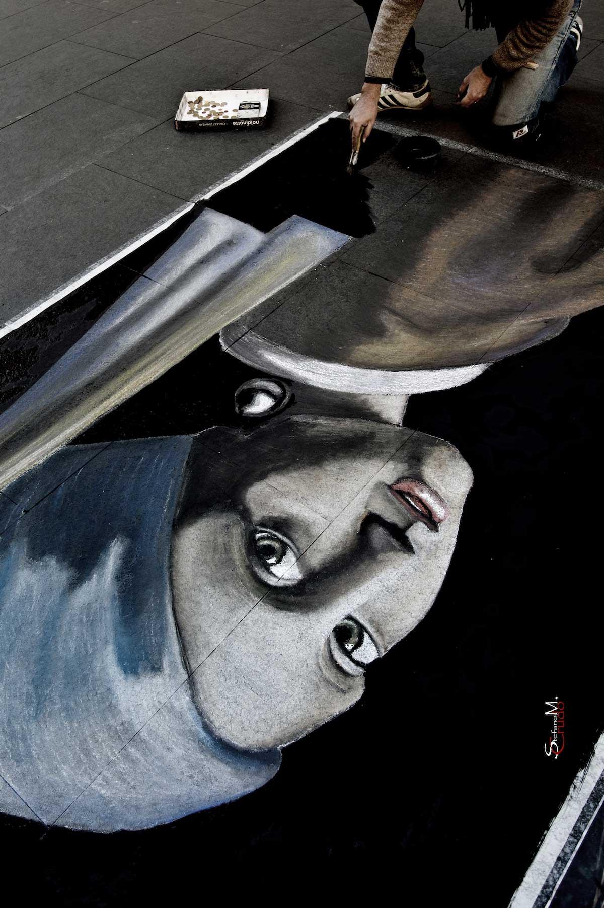 ROMA - La Ragazza con l'Orecchino di Perla in Strada